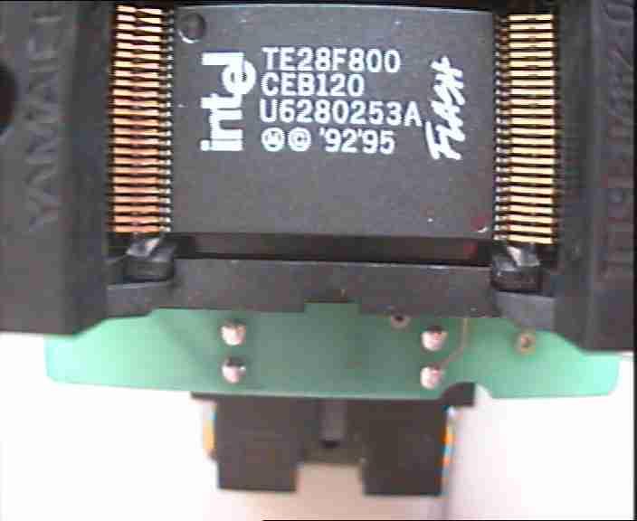 Stejný typ paměti v konvertoru pouzder (TSOP) od www.elnec.sk z telefonu MC d160